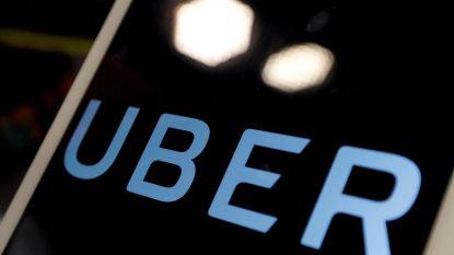 Snelgroeiend Uber schroeft verliezen met de helft terug