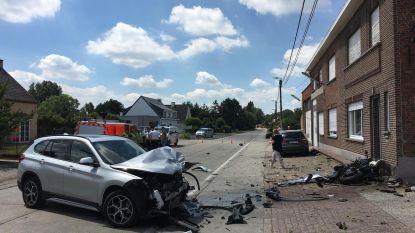Motorrijder overleeft frontale crash niet