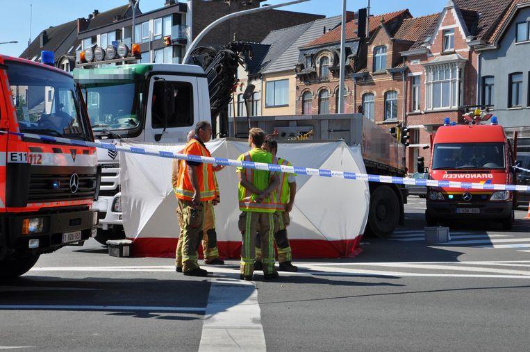 Een tachtiger werd gegrepen door een vrachtwagen aan het kruispunt van de N9 met de Oostveldstraat in Eeklo.