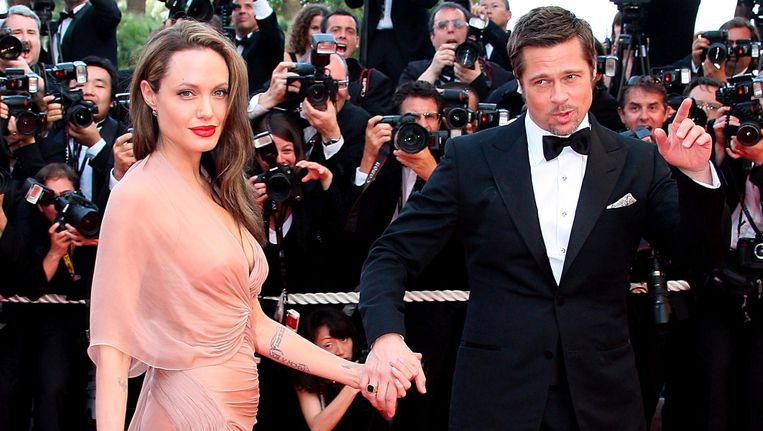 Brad Pitt (R) en Angelina Jolie (L) op de rode loper in Cannes in 2009. Beeld epa