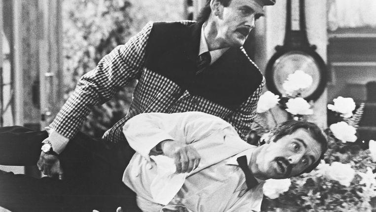 John Clees en Andrew Sachs als Basil en Manuel in Fawlty Towers. Beeld Kippa