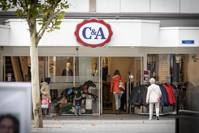 Kledingwinkel C&A op de hoek Markt/Telgen gaat sluiten.