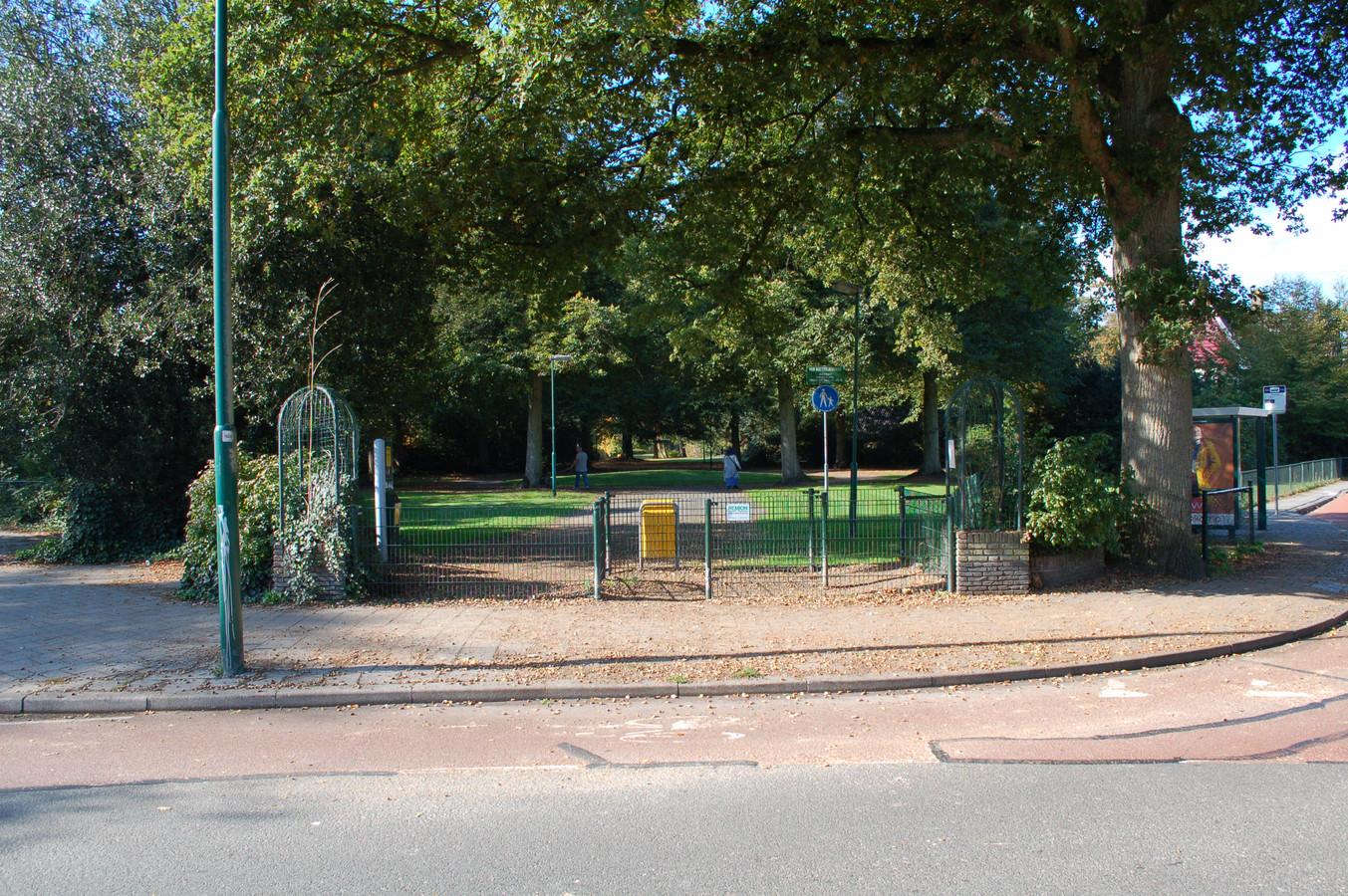 De entree van het Van Boetzelaerpark wordt verbeterd.