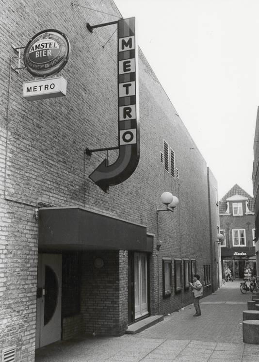 """Bioscoop """"METRO"""" was in 1986 eigendom van dhr. H. Hazewinkel."""