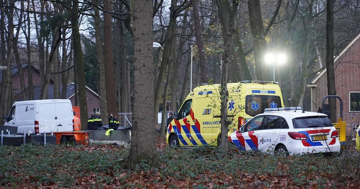 Twee jonge kinderen gewond geraakt bij het AZC in Gilze na botsing met geparkeerde aanhanger.