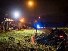 Auto slaat over de kop en eindigt in sloot op N210 bij IJsselstein