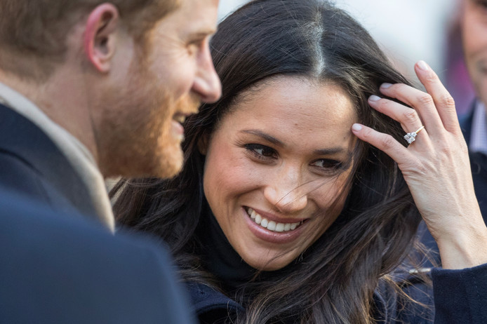Meghan Markle draagt haar verlovingsring.