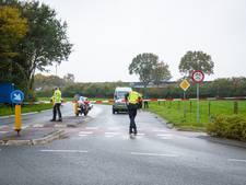 Bromfietser botst op auto in Heerde