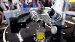 Basketbal spelen en cocktails shaken: robots geven het beste van zichzelf op World Robot Conference
