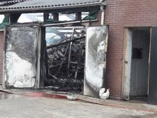 Burgemeester Renswoude bezoekt door brand getroffen kippenhouders