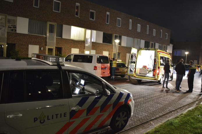 Politie en ambulancemedewerkers zijn ter plaatse.