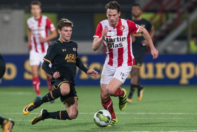 FC Oss wint de herkansing tegen Jong AZ met 2-1.