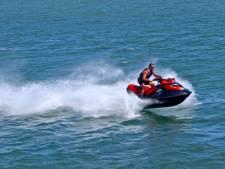 Zwemmer uit vaargeul geplukt, bekeuringen voor jetskiërs op Rijn