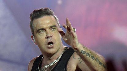 """Robbie Williams lag een week op intensive care: """"Wat ik hiervan geleerd heb is dat ik 43 ben en niet 23"""""""