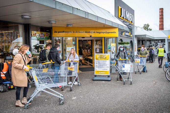 Vooral de jeugd draagt nog geen mondkapjes in de supermarkt. In zijn algemeen doet een nipte meerderheid dat in Zeeland wel.