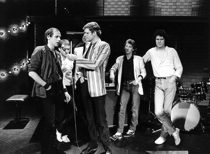 Ad Visser interviewt de Dire Straits in TopPop (1982.
