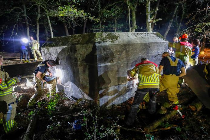 Het kostte de brandweer heel wat kruim om de bunker na 75 jaar weer te openen.