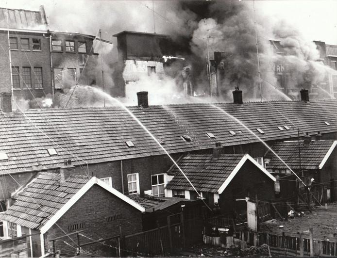 In de ochtend van 19 februari 1971 brak er een grote brand uit in de sigarenfabriek van Karel I aan de Havenstraat in Eindhoven. Vanwege de geringe breedte van de straat werd er ook geblust vanuit de achtertuinen van de tegenoverliggende huizen.