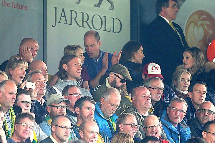 Kate, William en hun twee oudste kinderen zaten op de achterste rij.