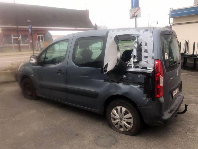 De wagen van Silke werd beschadigd.
