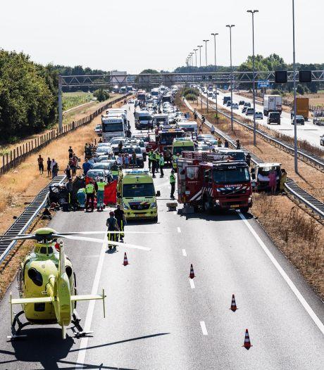 Dode bij ongeluk met meerdere auto's op A58