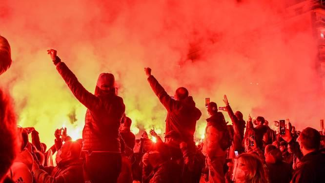 Napoli eert Maradona met sobere overwinning in Europa League, duizenden fans herdenken hun held buiten het stadion