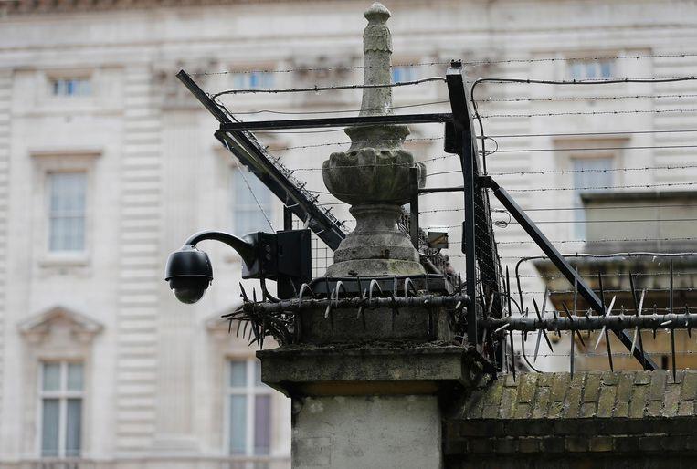 Een bewakingscamera aan Buckingham Palace (Londen).