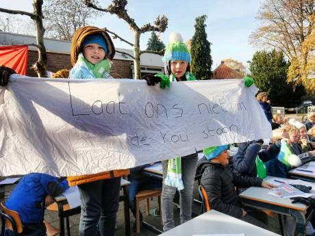 Één toilet voor zestig kinderen, een muizenplaag en een lekkend dak: deze basisschool wacht al twaalf jaar op renovatie
