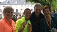 Barbara, Liesloth en Nel steunen actie 'Loop naar de Maan'