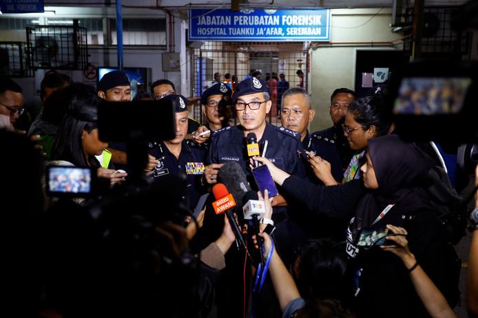 Politiechef Yusop tijdens de drukke persconferentie.