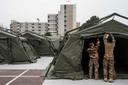 21 maart 2020: Franse militairen trekken een veldhospitaal op naast het overbevolkte ziekenhuis in Mulhouse.