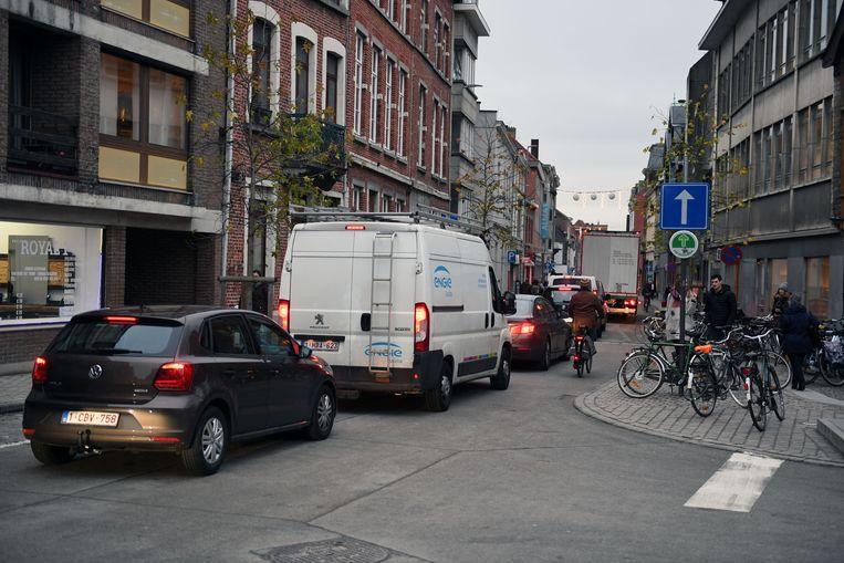 Door de invoering van het circulatieplan is het vaak file rijden in 'lusstraat' Tiensestraat.
