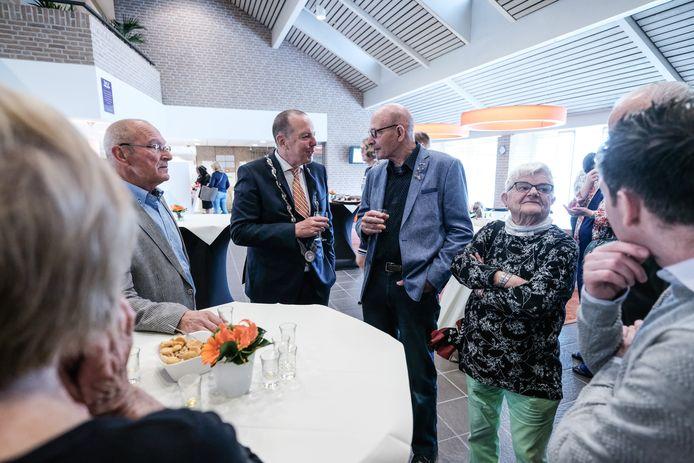 Rik de Lange, de huidige burgemeester van Duiven, op een receptie.