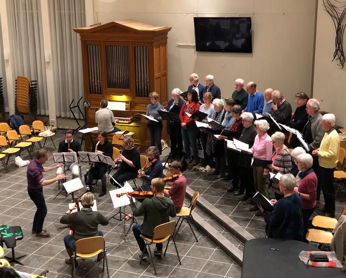 Repetitie van Marcando, dat zondag stukken van Bach ten gehore brengt in het kader van Cultuur Overdag Nuenen.