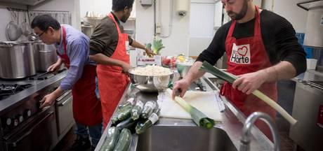 Arnhem heeft de langste eettafel voor vluchtelingen