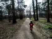 Peet's kleindochter gaat voor het eerst alleen naar school