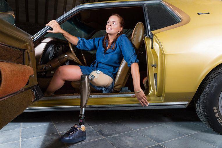 """""""Het is geen evidentie om schoenen te passen"""", zegt Hilde, hier te zien terwijl ze poseert voor Schoenwinkel Pascale."""