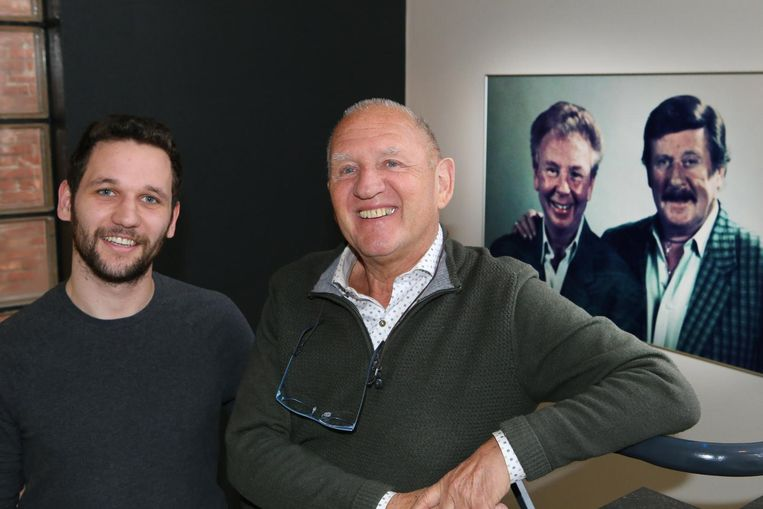René Vlaeyen en kleinzoon Olivier, die de fakkel zal overnemen. Achter hen prijken comedy-iconen Gaston en Leo.
