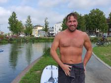 Een rondje zwemmen door de Utrechtse Singel? Waarom niet, dacht Wilko (40) - en sprong in water