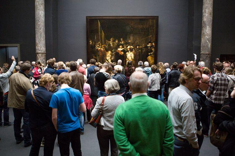 Drukte in het Rijksmuseum. Beeld Julius Schrank