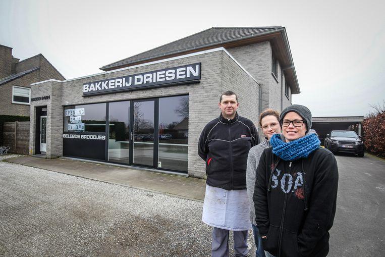 (vlnr) Peter, Indya en Kathy baten in Roksem straks hun eigen bakkerij uit.