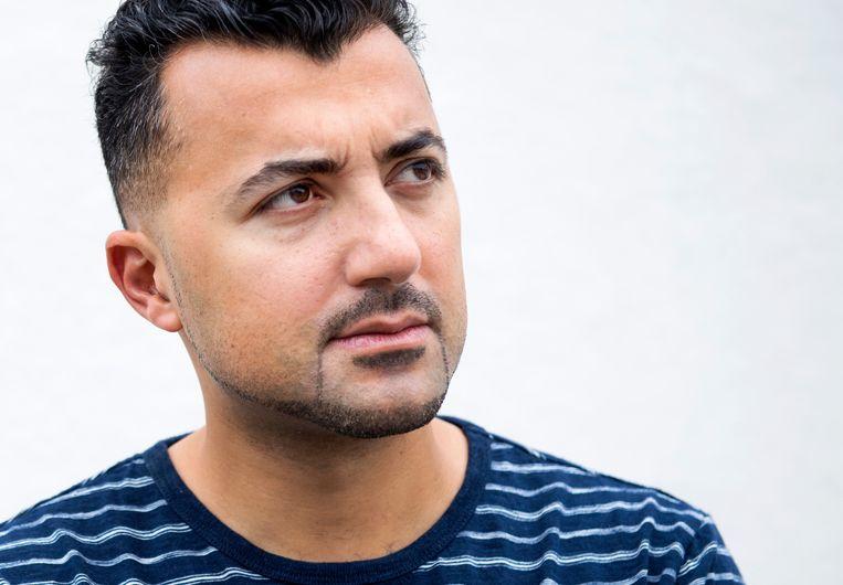 'Dwarse denker en rebelse schrijver' Özcan Akyol schrijft boekenweekessay