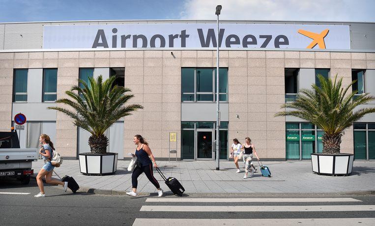 Het Duitse vliegveld Weeze.  Beeld null
