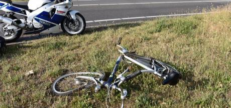 Fietser geschept door motorrijder in Almelo