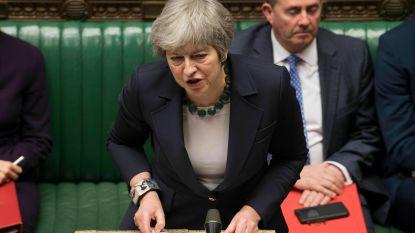 """""""Chaos heerst"""": Britse kranten snoeihard voor Theresa May"""