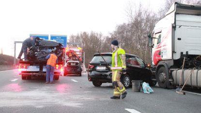 Ongeval met drie auto's en vrachtwagen zorgt voor fileleed in spitsuur