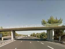 Busje met Nederlandse familie ramt Frans viaduct: één dode, vier gewonden