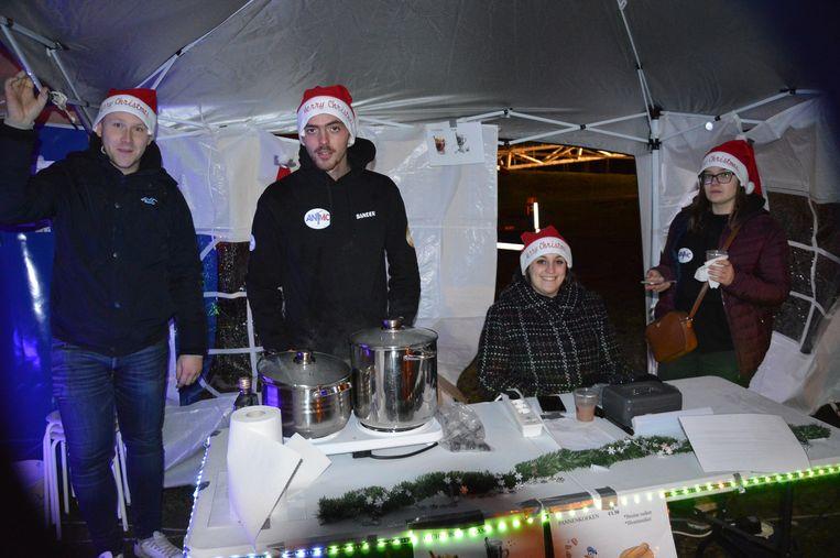 Verschillende verenigingen hadden een standje op de kerstmarkt.