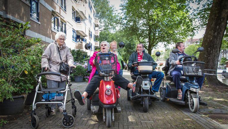 Vanaf links: Annie Balke (85), initiator Wil Horn (78), Nadija Beitschat-Marets (76), Jacob-Albert Beitschat (83) en Otto van Veen (58) Beeld Dingena Mol