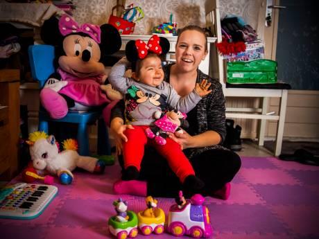 Moeder hoopt op trip naar Disneyland voor doodzieke Elina (2): 'Haar eerste en mogelijk laatste vakantie'